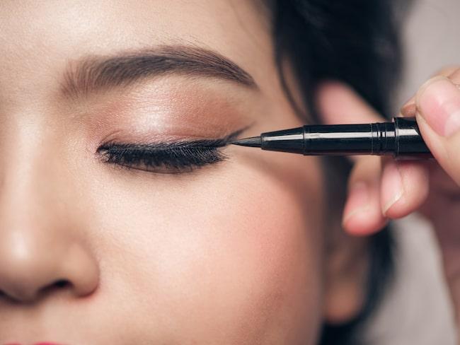En bra eyeliner lyfter fram dina ögon.