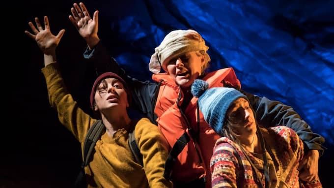"""Julia Gumpert, Annika Olsson och Sara Runsten i """"Hoppet – för jag dog inte"""". Foto: BENGT WANSELIUS"""