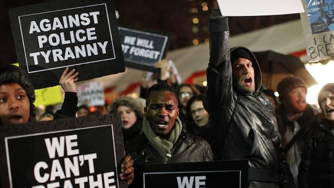 Protester efter Eric Garners död i New York 2014. Foto: JASON DECROW / AP FR103966 AP
