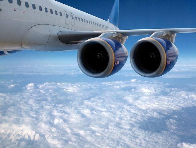 Två anonyma piloter berättar för sajten Express.uk vad som händer i planet när en flygplansmotor lägger av, och hur de själva reagerar när det händer.