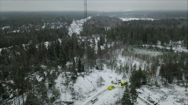 Person föll från hög mast i Stockholmsområdet