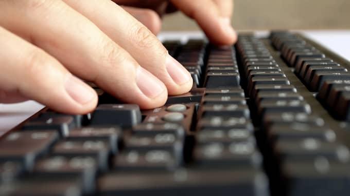 Mannen som är i 40-årsåldern stämde träff över internet med 13-åring för att köpa sex.