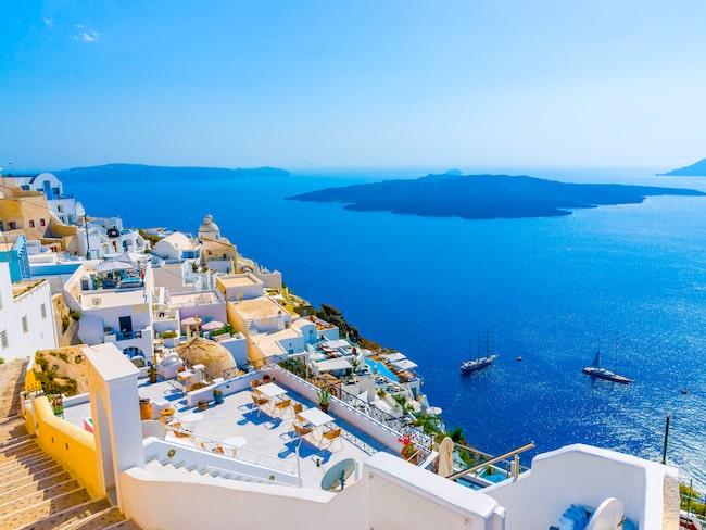 Den höga efterfrågan har gjort att hotellpriserna stigit på öarna.