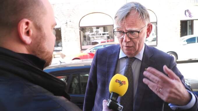 Landshövdingen Lars Bäckström utreddes för mutbrott efter våra avslöjanden om fria lyxfester åt honom och hustrun på Skara stadshotell där notan betalades av en av aktörerna inom flyktingindustrin han var satt att utreda. Foto: ROBIN ARON