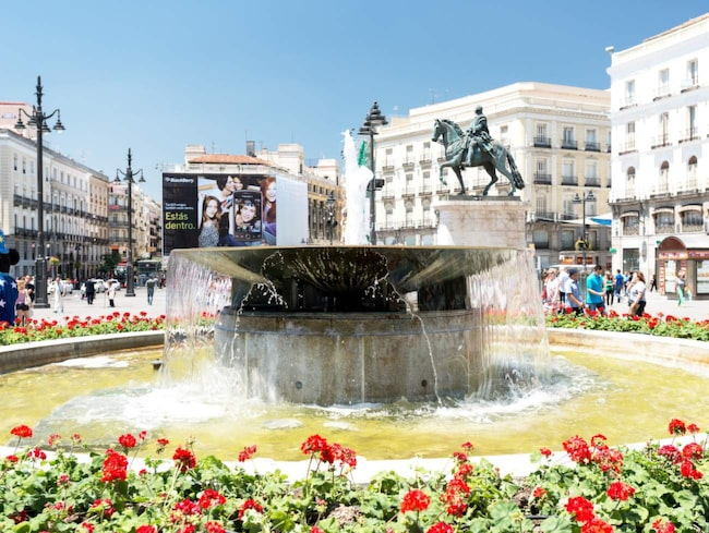 De flesta sevärdheter ligger på promenadavstånd från Madrids mittpunkt, Puerta del Sol.