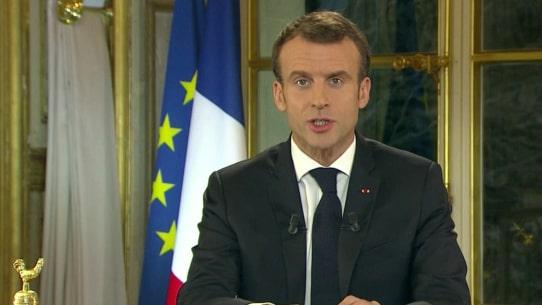 Emmanuel Macron lovar höjda minimilöner