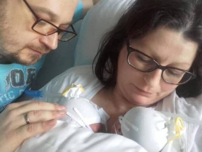 Erika och Günther Eckhard blev föräldrar till tvillingar. Men de föddes under olika år. Foto: Privat