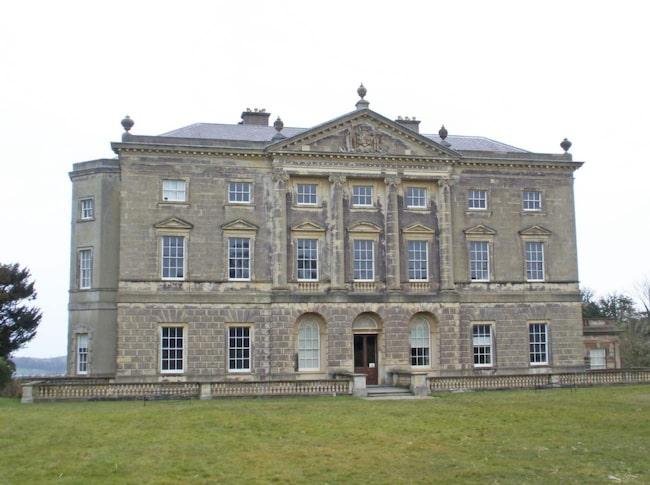 """<span>Borgen Strangford Castle med Castle Ward på Irland föreställde Winterfell i första säsongen.  FOTO: <a target=""""_blank"""" href=""""https://www.flickr.com/photos/pikerslanefarm/8646177206/in/photolist-eaWps4-eb2UHu-eaWnJ4-eaWoy6-eb2Yno-eb2Tf1-eaWhC8-eaWkTa-eb2X53-eb2XSA-eb2TZS-eb316J-eaWgJV-eb2VfN-eb31wb-eaWm2p-eb2XwC-eaWkkD-eb2Usq-eb2WhJ-eb32Yu-eaWo2a-bx5kfq-bKZ2TX-bx5q2y-eb2ZCb-eaWeDZ-5anP6P-5as4QU-5anKWp-5anNyK"""">Amanda Slater/Flickr</a></span>"""