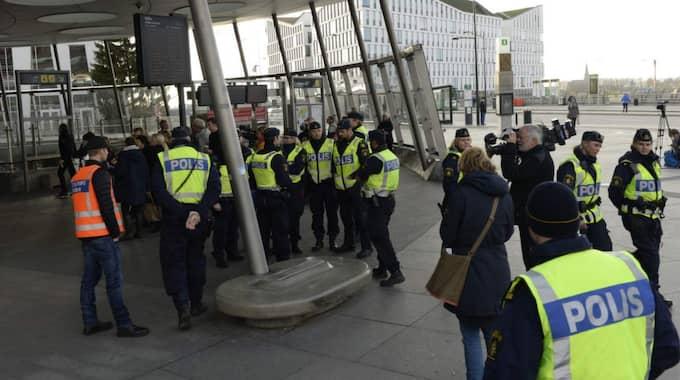 Polisen på Hyllie station i Malmö där arbetet med gränskontrollerna ska fokuseras.