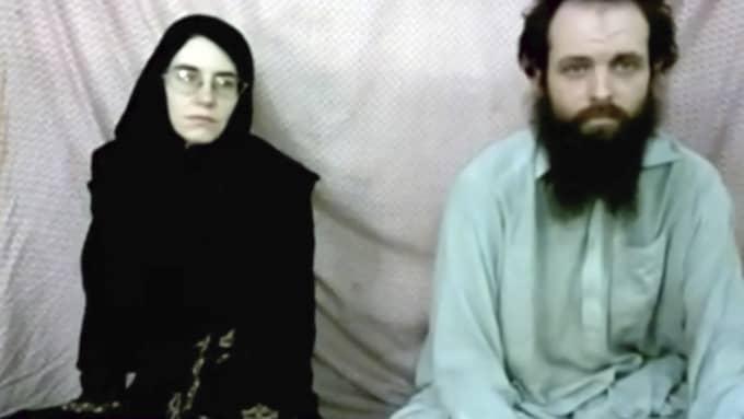 Caitlan Coleman och Joshua Boyle i en film som kidnapparna skickade till deras familjer. Foto: AP / AP TT NYHETSBYRÅN