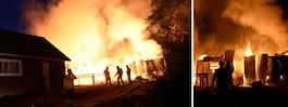 Kraftig brand på gård – risk för spridning