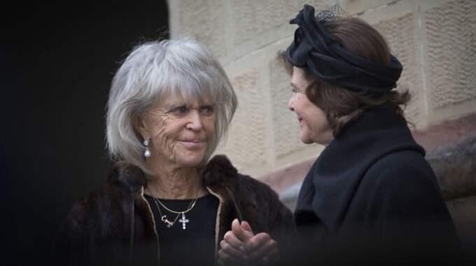 Prinsessan Birgitta och drottning Silvia utanför kyrkan där Johann Georg begravdes. Foto: Br/Dana Press/Tt