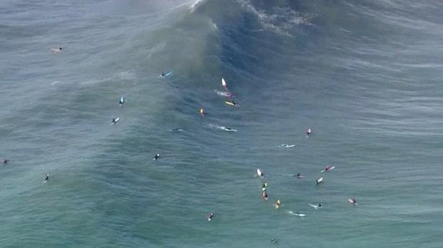 Surfar på gigantiska vågorna i Kalifornien