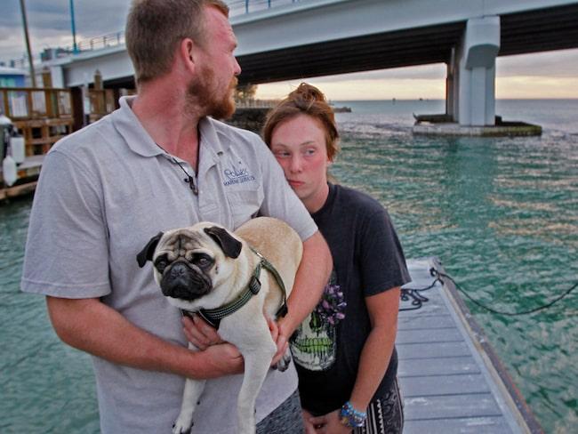 Paret Tanner Broadwell, 26 och Nikki Walsh, 24 drömde om att lämna det grå vardagslivet och segla jorden runt.
