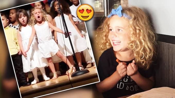 4-åriga Sophia stjäl showen på skolavslutningen. Foto: Facebook