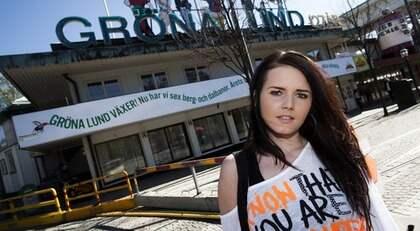 """VILL STÅ UTANFÖR FACKET. Filippa Lundqvist, 19, har fått sommarjobb på Gröna Lund. Nu riskerar hon att dras in i det strejkvarsel som Hotell och Restaurang lagt. """"Men jag vill inte börja min yrkeskarriär med att strejka, när jag samtidigt är så otroligt glad över jobbet"""", skriver hon. Foto: Robin Benigh"""