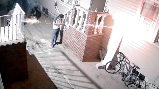 Skjuter olagliga fyrverkerier – tänder eld på sitt eget hus