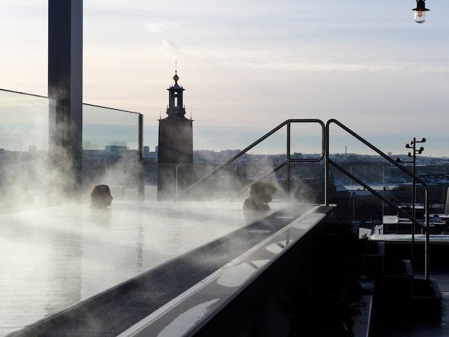 The Nest, varma bad högt över takåsarna i Stockholm.
