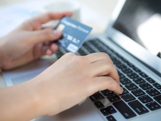 SÄKERHETSRISK. Kortbedragarna kan länsa ditt konto när du handlar på nätet. Om du inte har rätt skydd och säkerhetsprogram. En stor del av stölderna hade kunnat undvikas. Foto: COLURBOX