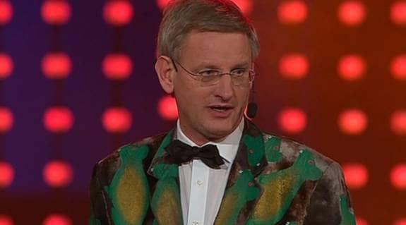 Carl Bildt hade en uppseendeväckande kavaj på sig på Grammisgalan. Foto: TV4