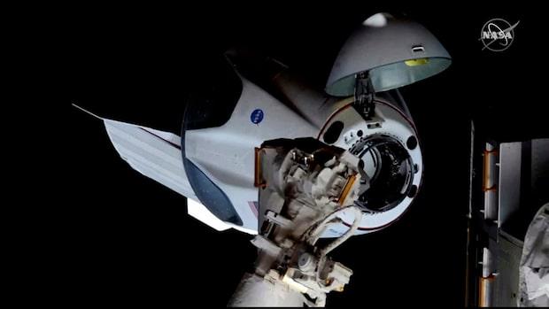 Här dockar SpaceX-färjan till rymdstationen ISS