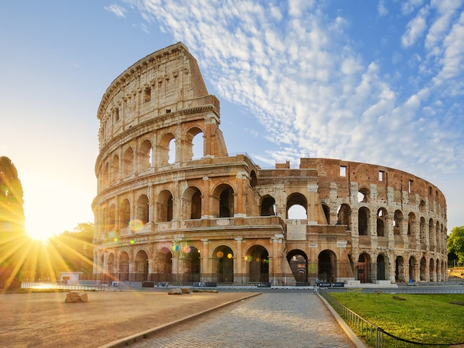 Roms mäktiga Colosseum är världens största amfiteater och ett av världens mest berömda landmärken.