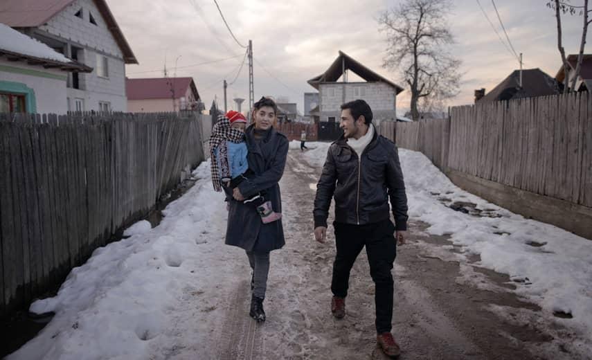 David och Sorina är tillbaka i byn. Foto: Martin von Krogh