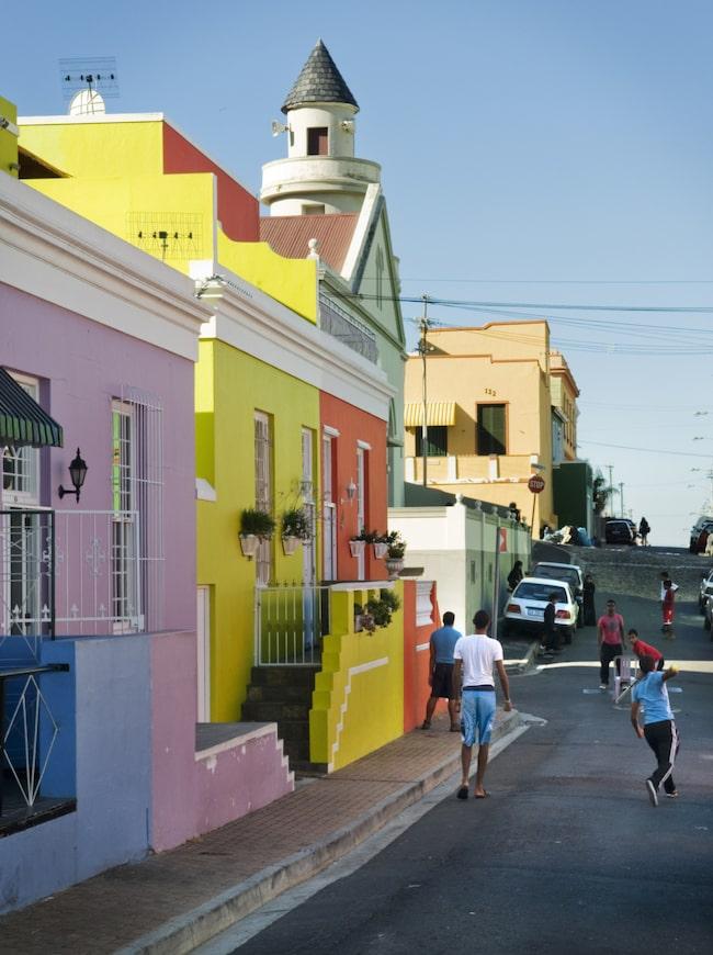 <span>Färgglada Bo-Kaap är en vykortsvacker och spännande stadsdel mitt i stan.</span>