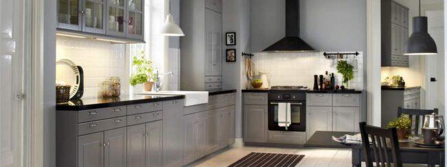 1 Metod, Ikea<br>Flexibelt med många stilar<br>Skapa ditt eget personliga kök. Det är tanken bakom Ikeas nya kökssystem Metod. Det finns 20 olika stilar på luckor och lådfronter som gör att du kan skapa alltifrån ett lantkök till ett minimalistiskt kök.<br>Pris: Kök med köksinredning Bodbyn och Maximera, 44 805 kronor.