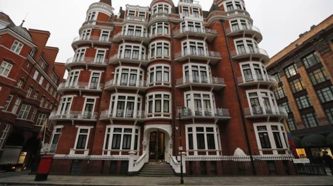 Julian Assange förhörs på ambassaden i London. Foto: Frank Augstein / AP