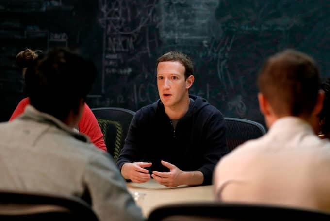 På tisdag och onsdag ska Facebooks vd Mark Zuckerberg vittna inför USA:s kongress. Foto: JEFF ROBERSON / AP TT NYHETSBYRÅN