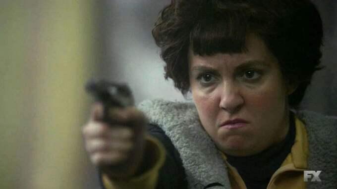 "KVINNLIG HÄMND. Skådespelaren Lena Dunham gestaltar Valerie Solanas i ""American horror story"". Foto: NIPI / STELLA PICTURES BACKGRID UK"