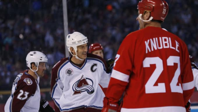 Joe Sakic under matchen mot Detroit. Foto: David Zalubowski