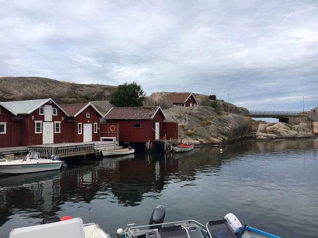 Vacker natur och övernattningsstugor längs Soteleden i Bohuslän.