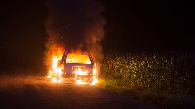 En bil brinner i Sösdala 30 juli 2017. Foto: PEO MÖLLER / KVP/EXPRESSEN