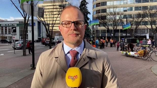 Protester mot Greta Thunbergs klimatstrejk i Edmonton