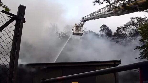 Storbrand i Slottskogshallen – 60 personer kämpar mot lågorna