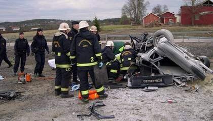 Katastrofen. Här dog Mikael Andersen som var passagerare när hans bror Peder krockade rattfull 21 maj 2005.