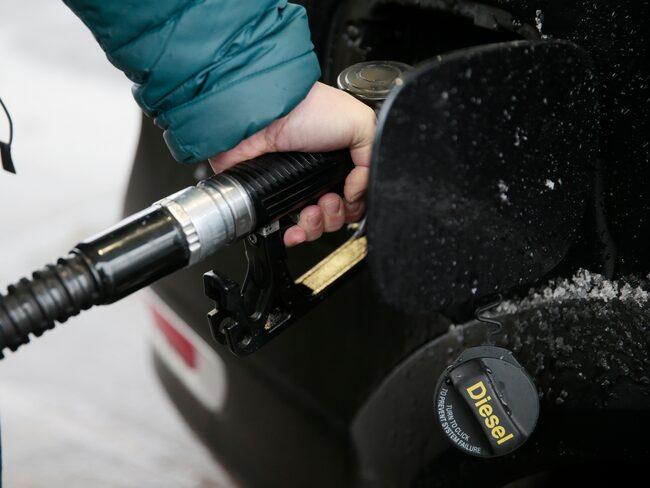 Att tanka diesel är redan dyrt, och kan nu bli ännu dyrare.