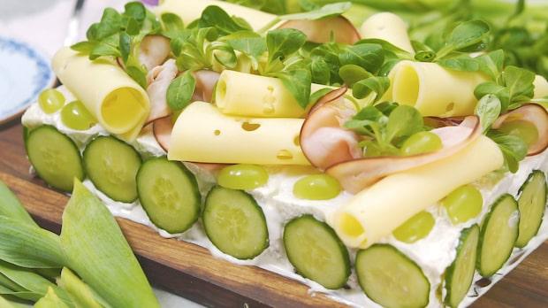 Klassisk smörgåstårta med skinka och leverpastej