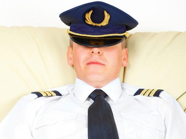 Piloten måste vila under en långflygning.