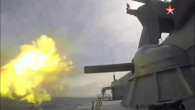 Propagandafilmer visar hur ryska fartyg övar i Östersjön. Foto: Zvezda