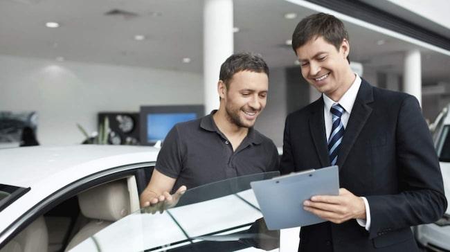 De flesta bilarna säljs via handlare.