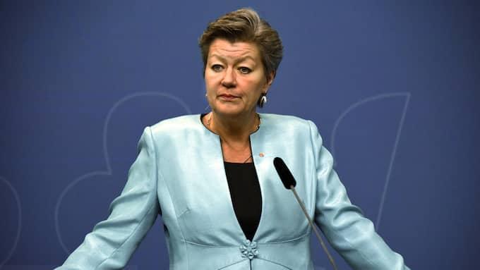 Etableringsminister Ylva Johansson (S) behöver all hjälp hon kan få. Hon borde tillsätta en utredning som tänker fritt om vad som krävs för att nyanlända ska få jobb. Foto: MARKO SÄÄVÄLÄ/TT
