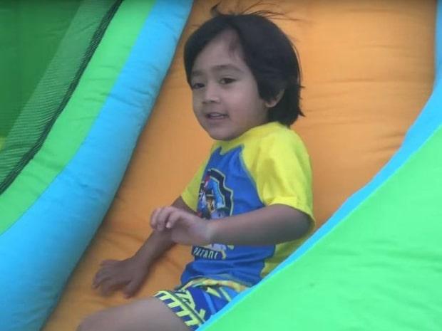 6-årige sonen tjänar 92 miljoner kronor per år