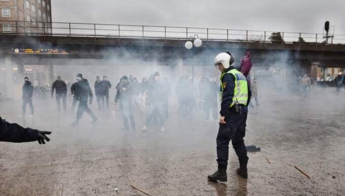 Nazistattacken mot en manifestation i Kärrtorp 2013. Foto: Hampus Andersson / Tt