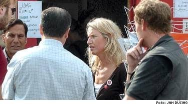 KOM SNABBT MED I INNERSTA KRETSEN. Expressens Sofia Hartung tog jobb som valarbetare åt socialdemokraterna. Under dessa veckor fick hon inblick i ett parti i kris. Valarbetare är missnöjda med valmanifestet och Göran Persson får hård kritik.