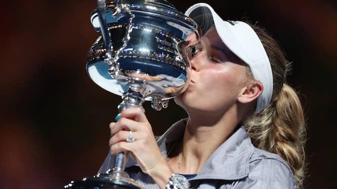 Caroline Wozniacki med Australian Open-bucklan. Foto: BAI XUEFEI / XINHUA/AVALON.RED B950