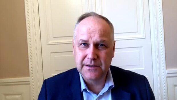 """Sjöstedts (V) tunga kritik: """"Ger mycket stor makt åt regeringen"""""""