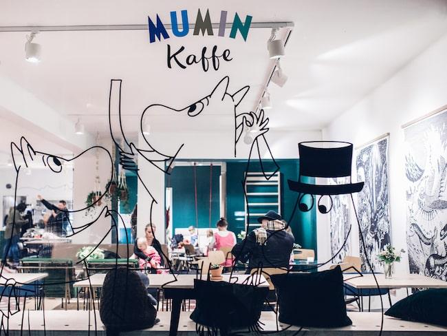 Den populära finska kaffekedjan har kommit till Sverige.